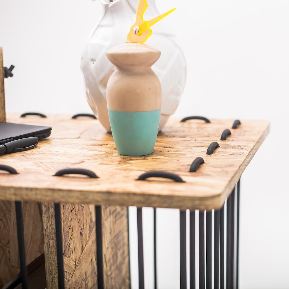 Consola superficie de la mesa con cable de goma cosida