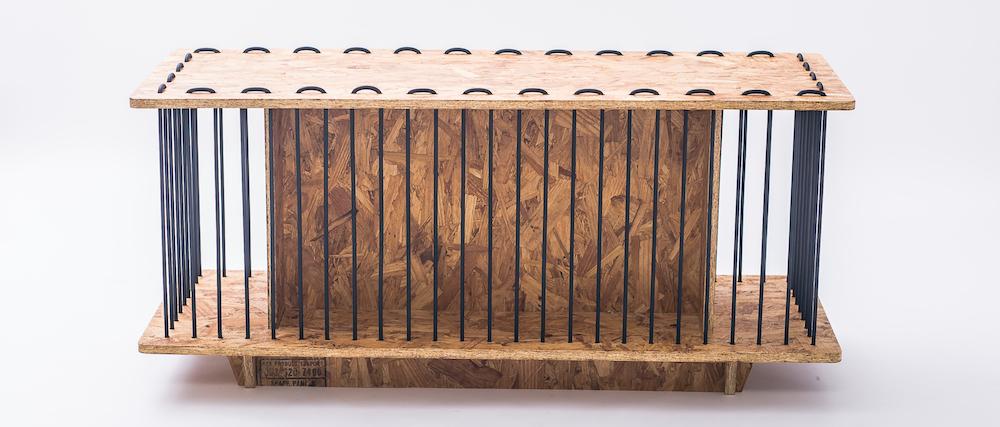 Mesa consola de Jorge Diego Etienne minimalista aglomerado y cable de goma